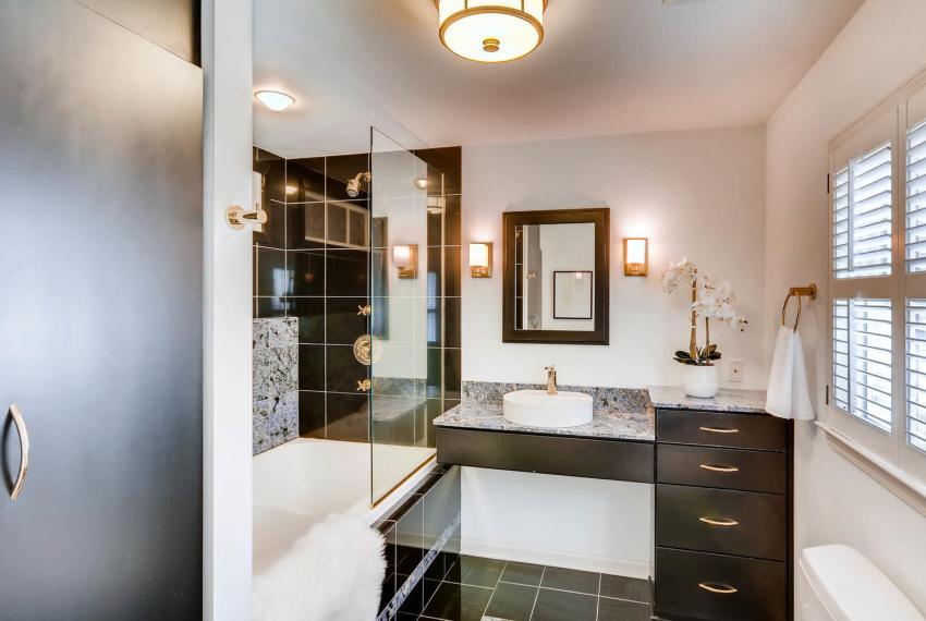 2103 Continental Drive NE-large-020-22-Master Bathroom-1499x1000-72dpi