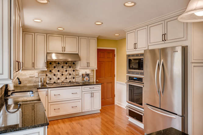 2548 Midvale Forest Drive-small-010-27-Kitchen-666x444-72dpi