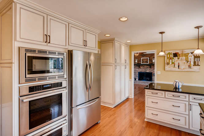 2548 Midvale Forest Drive-small-013-12-Kitchen-666x445-72dpi