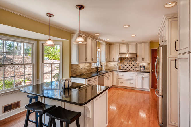 2548 Midvale Forest Drive-small-014-20-Kitchen-666x445-72dpi