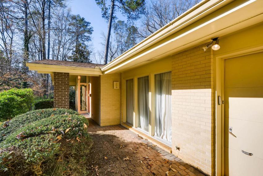 2072 Castleway Drive Atlanta-large-004-2-Exterior Front Entry-1499x1000-72dpi