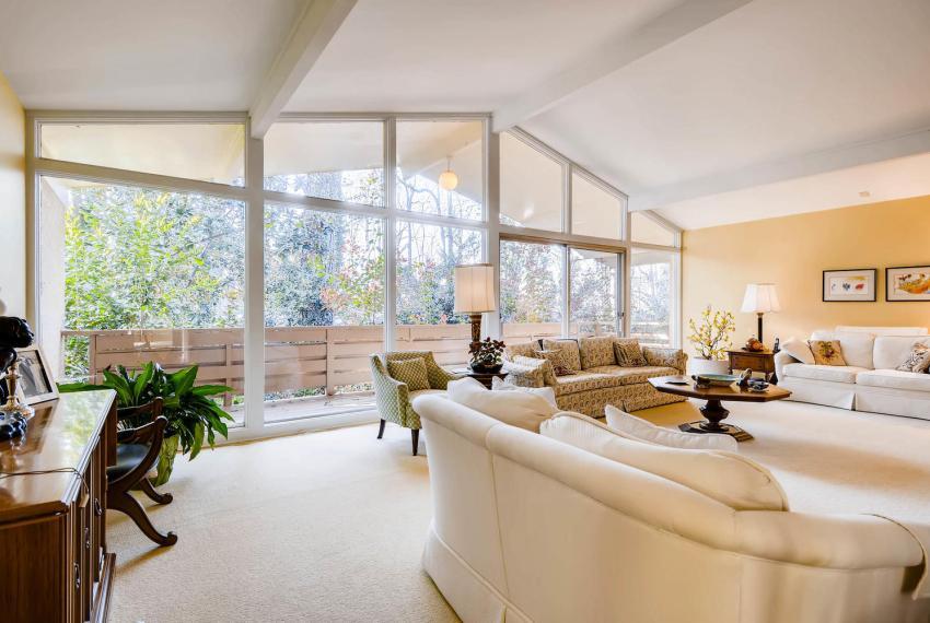 2072 Castleway Drive Atlanta-large-009-1-Living Room-1499x1000-72dpi