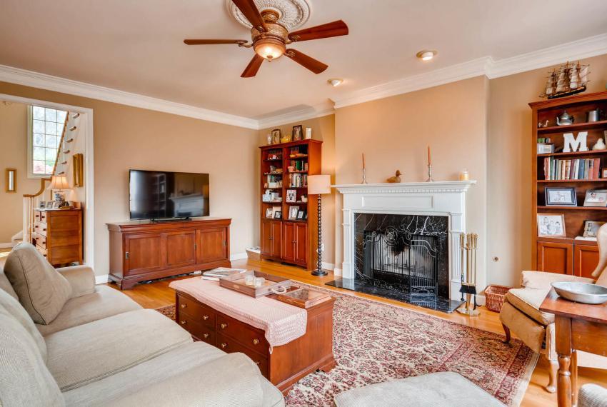 821 Lakeglen Drive Suwanee GA-large-018-18-Family Room-1499x1000-72dpi