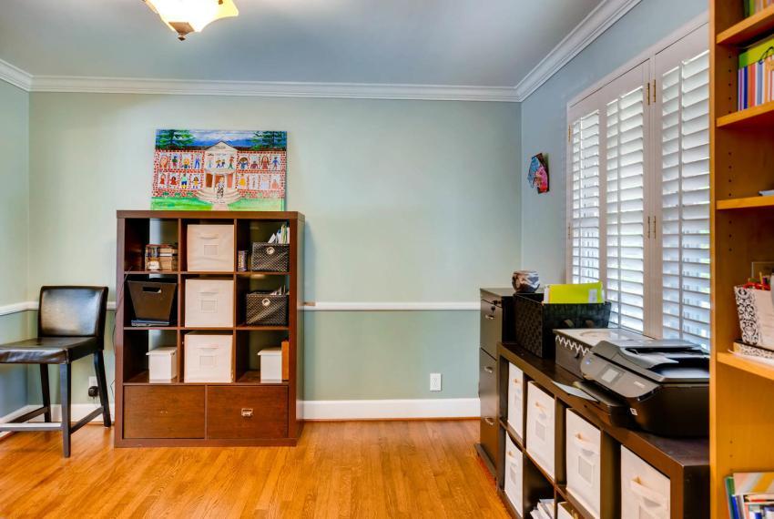 2895 Evans Woods Drive Atlanta-large-007-38-Living Room-1500x1000-72dpi