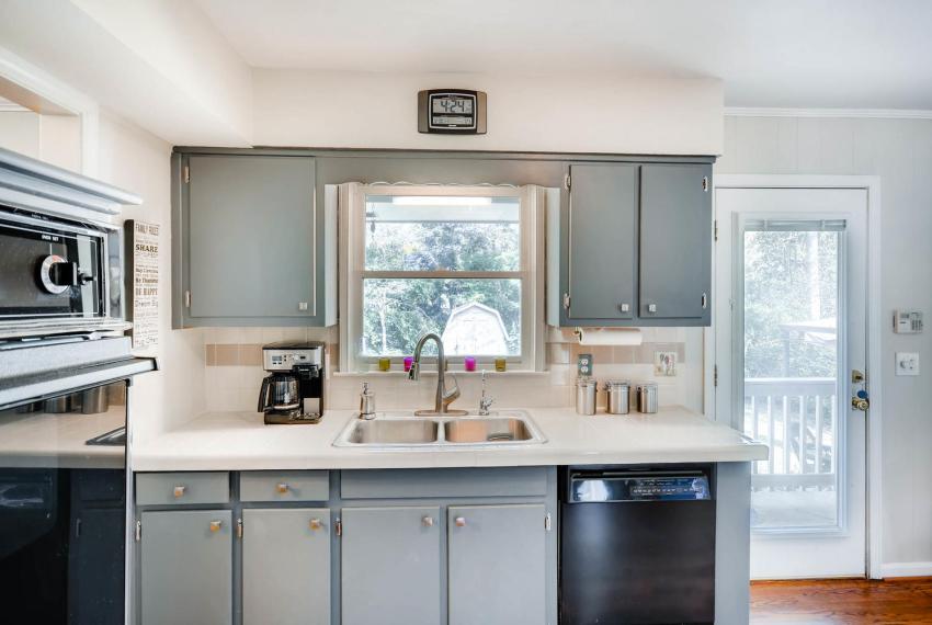 2895 Evans Woods Drive Atlanta-large-021-9-Kitchen-1499x1000-72dpi