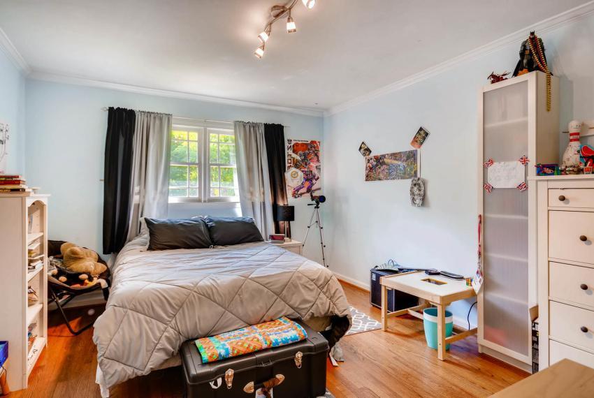 2895 Evans Woods Drive Atlanta-large-023-12-2nd Floor Bedroom-1499x1000-72dpi