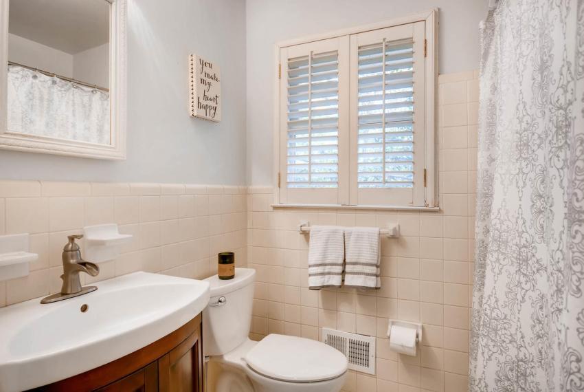 2895 Evans Woods Drive Atlanta-large-027-43-2nd Floor Master Bathroom-1499x1000-72dpi