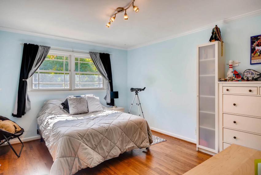 2895 Evans Woods Drive Atlanta-large-029-45-2nd Floor Bedroom-1499x1000-72dpi