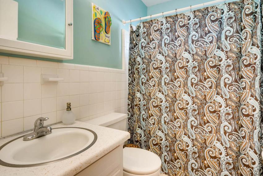 2895 Evans Woods Drive Atlanta-large-032-29-2nd Floor Bathroom-1500x1000-72dpi