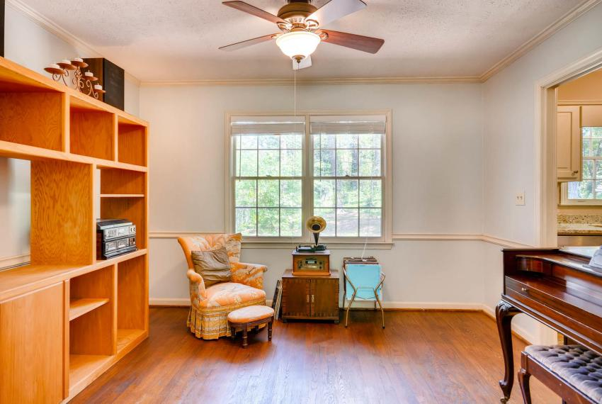 3961 Briaridge Circle Atlanta-large-013-8-Living Room-1499x1000-72dpi