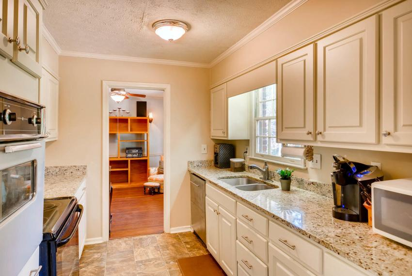 3961 Briaridge Circle Atlanta-large-016-15-Kitchen-1499x1000-72dpi