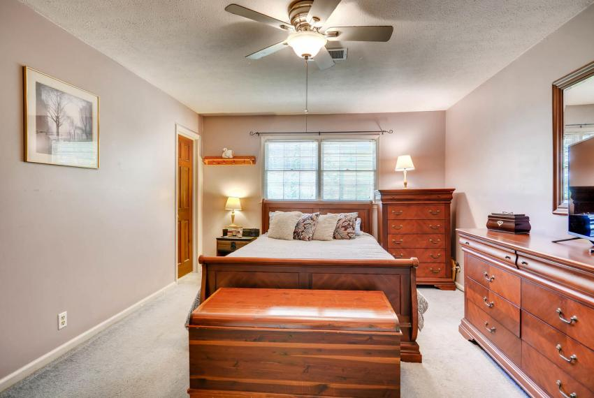 3961 Briaridge Circle Atlanta-large-023-26-2nd Floor Master Bedroom-1499x1000-72dpi