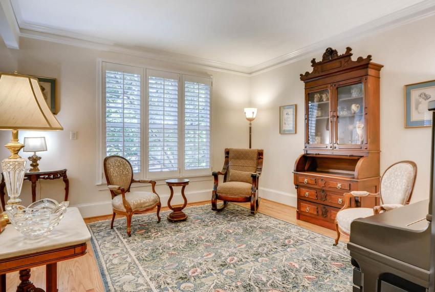 4477 Briarcliff Rd NE Atlanta-large-009-38-Living Room-1499x1000-72dpi