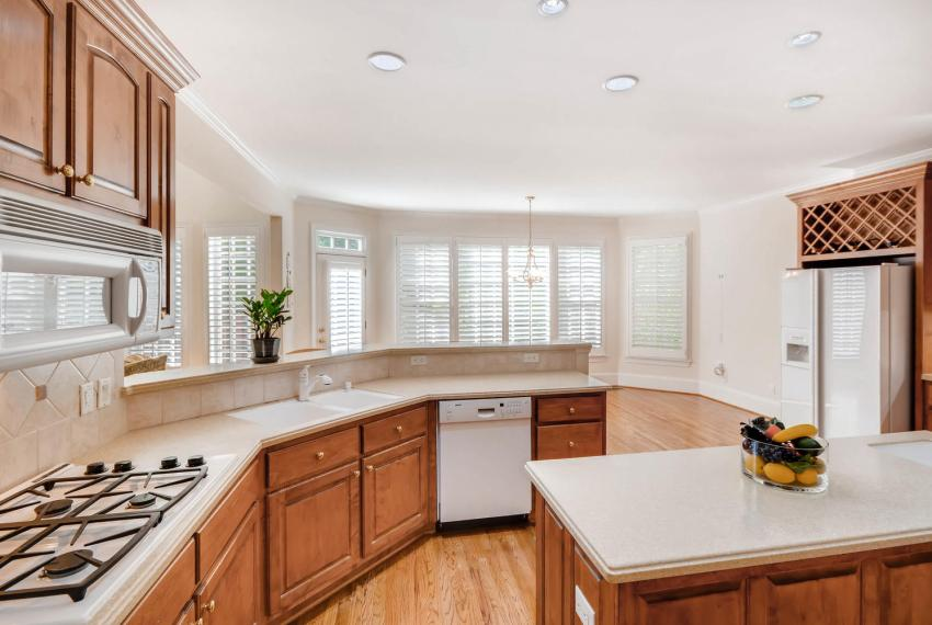 4477 Briarcliff Rd NE Atlanta-large-014-14-Kitchen-1499x1000-72dpi