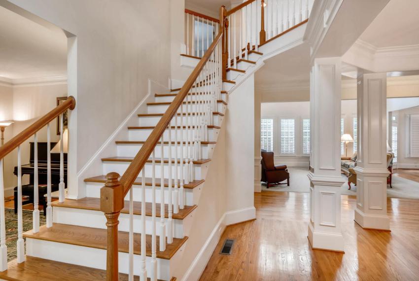 4477 Briarcliff Rd NE Atlanta-large-018-34-Stairway-1499x1000-72dpi