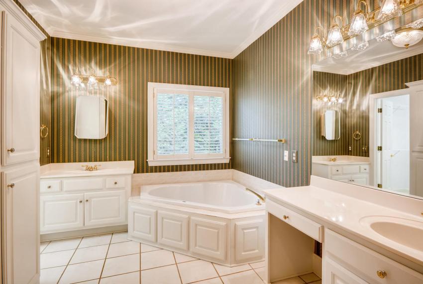 2514 Henderson Road Tucker GA-large-021-42-Master Bathroom-1499x1000-72dpi