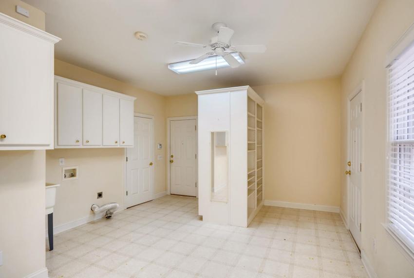 2514 Henderson Road Tucker GA-large-031-28-Laundry Room-1499x1000-72dpi
