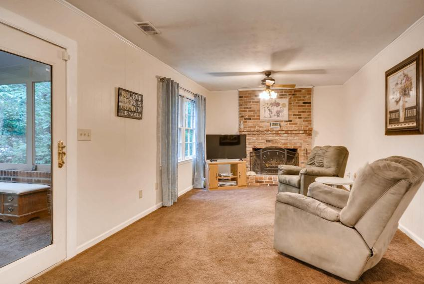2794 Greenrock Trail Atlanta-large-022-35-Lower Level Living Room-1499x1000-72dpi
