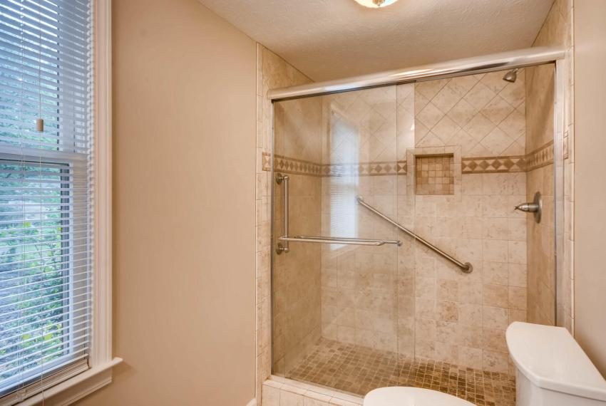 2794 Greenrock Trail Atlanta-large-029-26-Lower Level Bathroom-1499x1000-72dpi