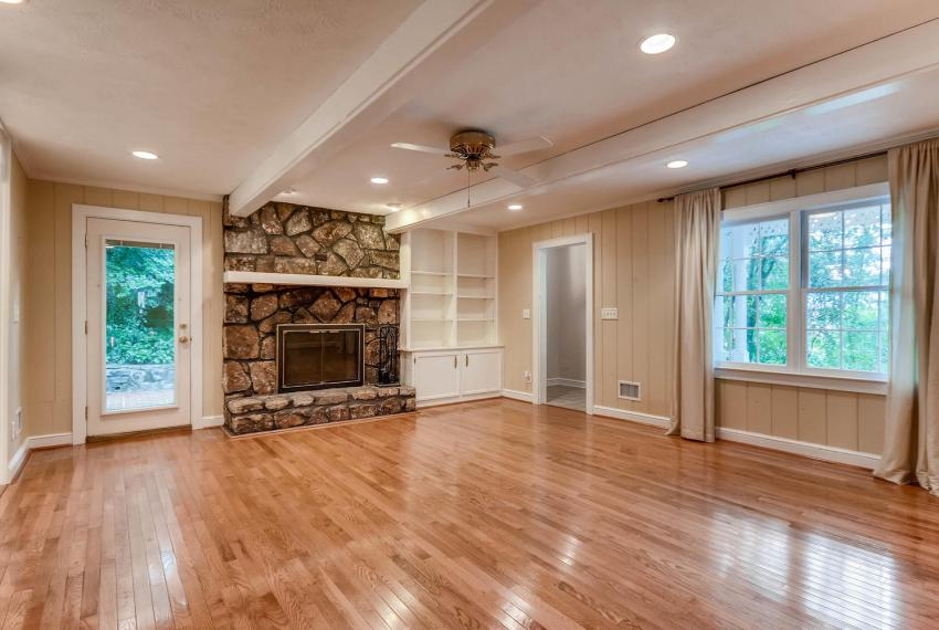 2638 Smoketree Way NE Atlanta-large-018-21-Family Room-1499x1000-72dpi