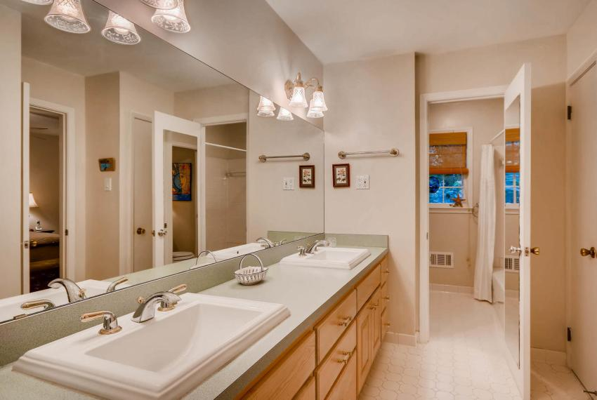3819 Gleneagles Court Tucker-large-021-20-Master Bathroom-1499x1000-72dpi