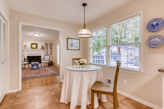 2456 Helmsdale Dr NE Atlanta-small-015-18-Breakfast Area-666x445-72dpi