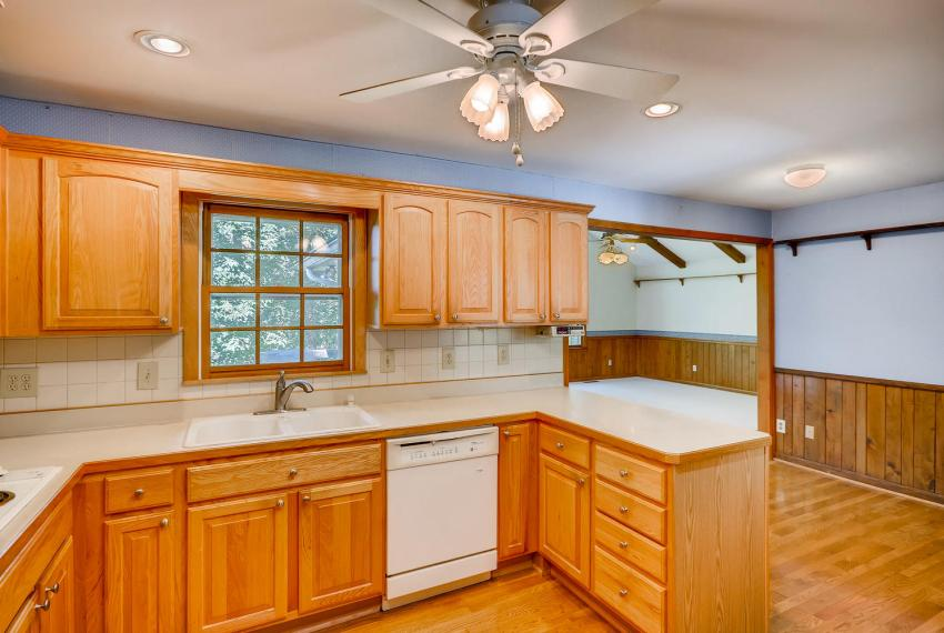 2624 Varner Drive Atlanta GA-large-011-4-Kitchen-1499x1000-72dpi