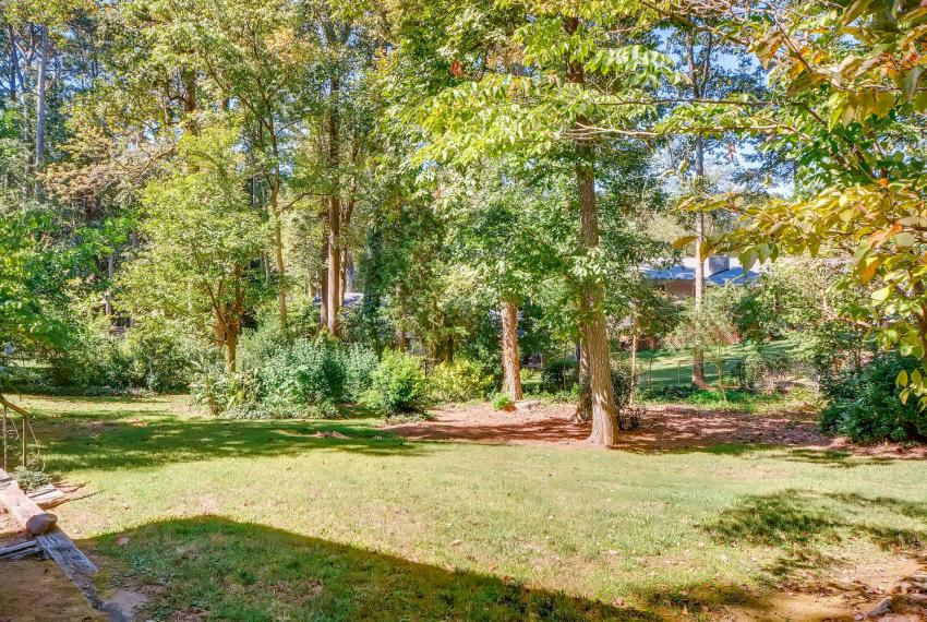 2624 Varner Drive Atlanta GA-large-041-37-Back Yard-1499x1000-72dpi