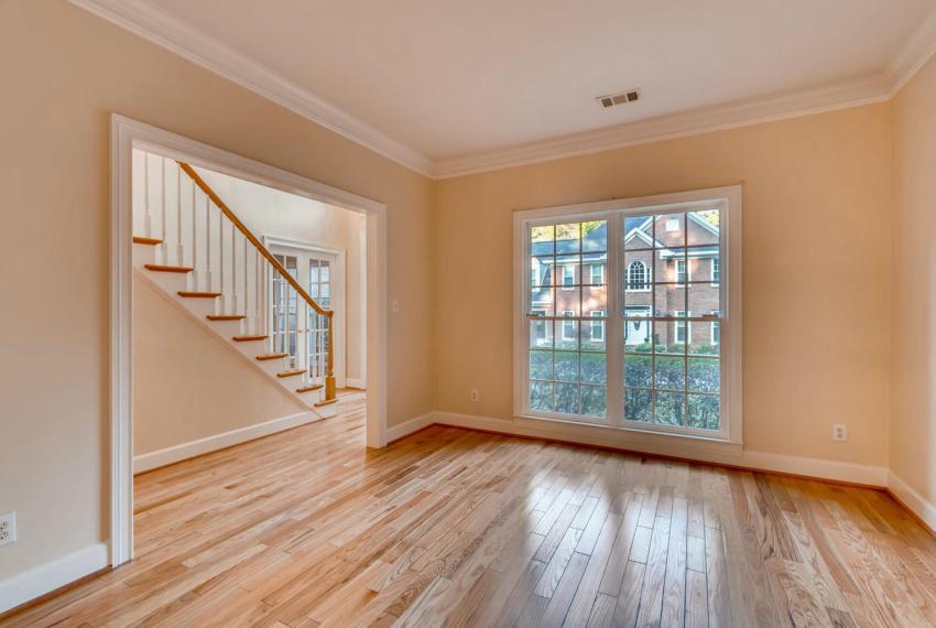 3131 Kings Arm Atlanta GA-large-007-16-Living Room-1500x1000-72dpi