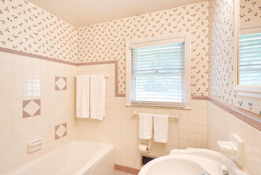 3218 Rehoboth Dr Decatur GA-large-031-24-2nd Floor Bathroom-1500x1000-72dpi
