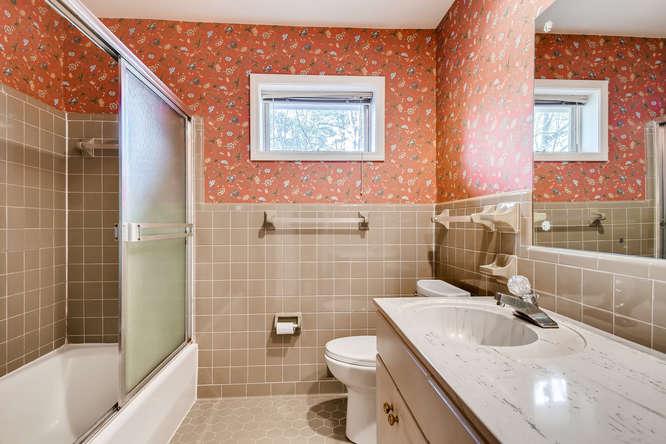 2263 Shasta Way NE Atlanta GA-small-023-6-2nd Floor Bathroom-666x444-72dpi