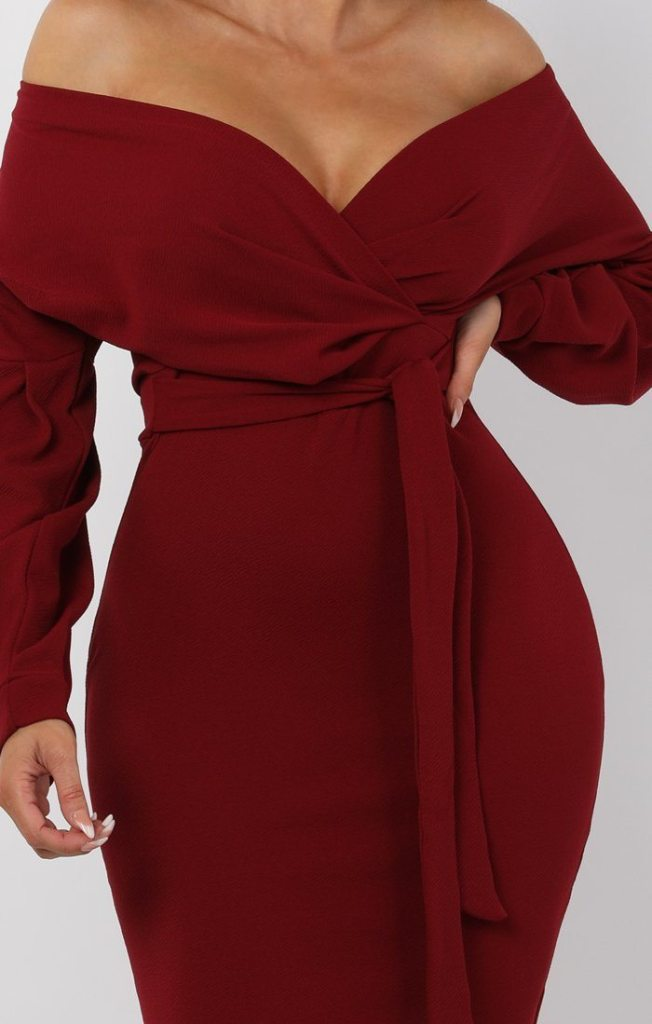 Wine-belted-bodycon-midi-dress femme luxe