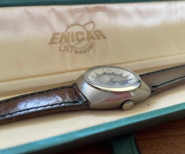 Enicar Sherpa 330 with box