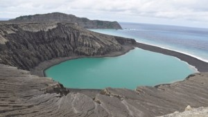 Tajemný ostrov se doslova vynořil z moře: Nachází se na něm záhadné bahno!