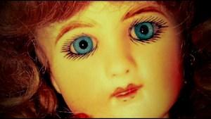 Sběratelka tvrdí, že vlastní nejstrašidelnější panenku na světě