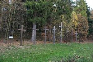 Devět Křížů: Pomník děsivého masakru na dálnici D1?
