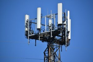 5G sítě mu prý ničí zdraví. Brit se před nimi chrání speciálním nátěrem