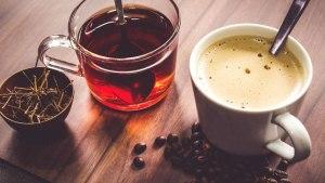 Dávné tajemství věštění z čajových lístků či kávové sedliny