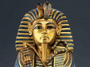 Tutanchamona čeká přesun do jiného muzea. Lidé se obávají známého prokletí