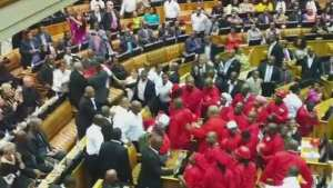 SONA2015: ejecting of eff from parliament sitting - pic 1