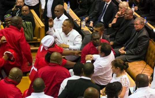 SONA2015: ejecting of eff from parliament sitting - pic3
