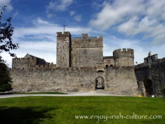 castle irish cahir medieval ireland castles culture history inside tipperary county curtain most ancient famous wall enjoy lifestyle early scotland