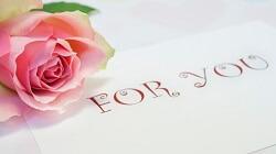 バラの花と「FOR YOU」の文字