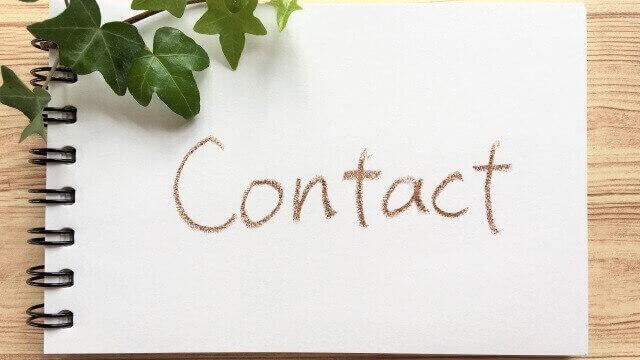 画用紙に「Contact」の文字