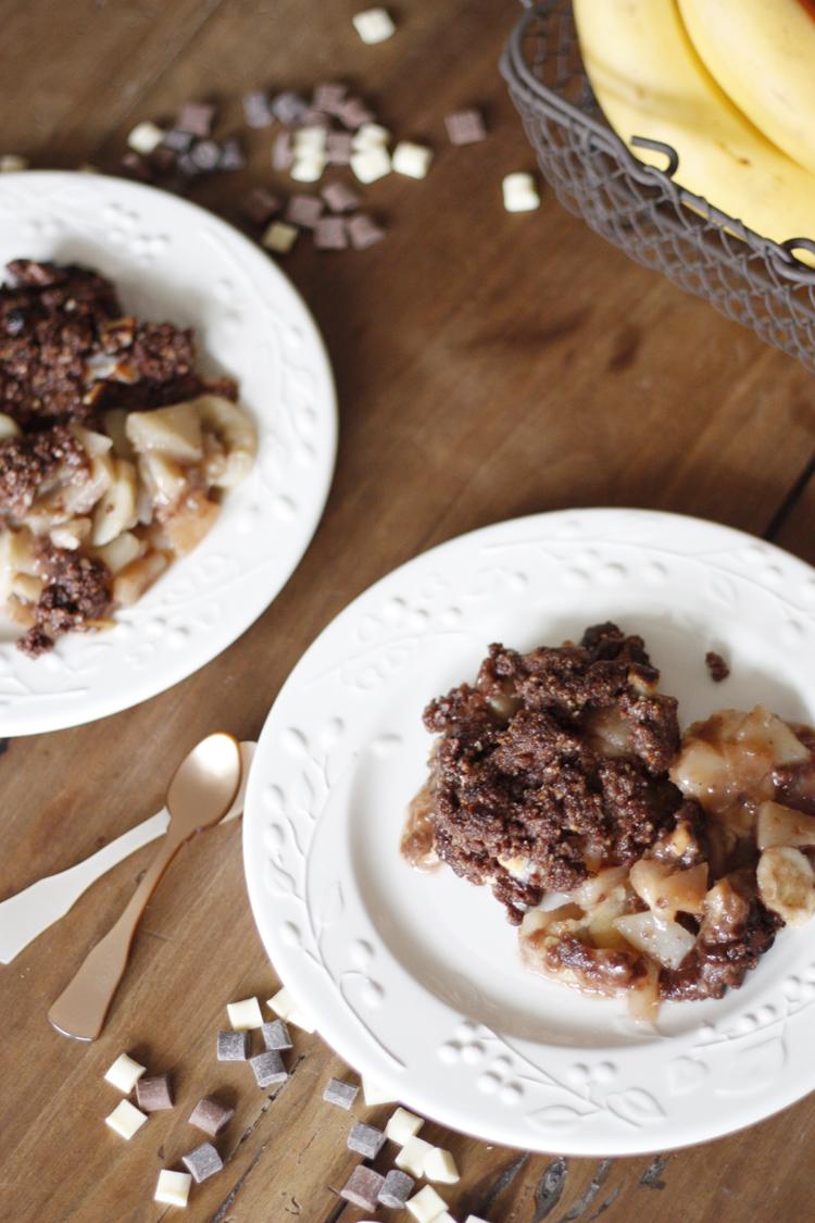 Poires, bananes et chocolat, l'association parfaite pour un crumble ultra-gourmand !