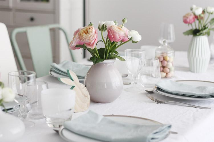 Une jolie table aux tons pastel et printanniers pour Pâques