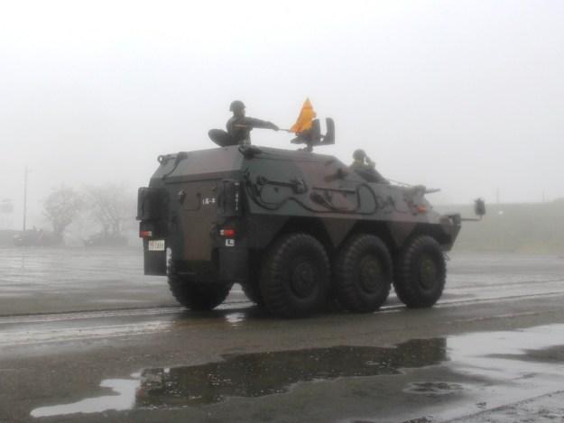 駒門56周年 パレード 装甲車 国際活動教育隊