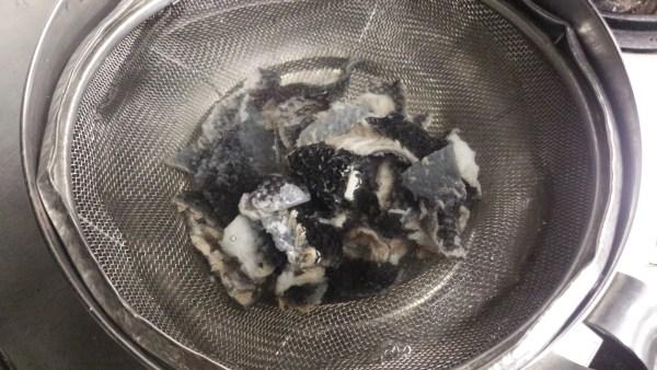 メジナ 皮の湯引き 氷水