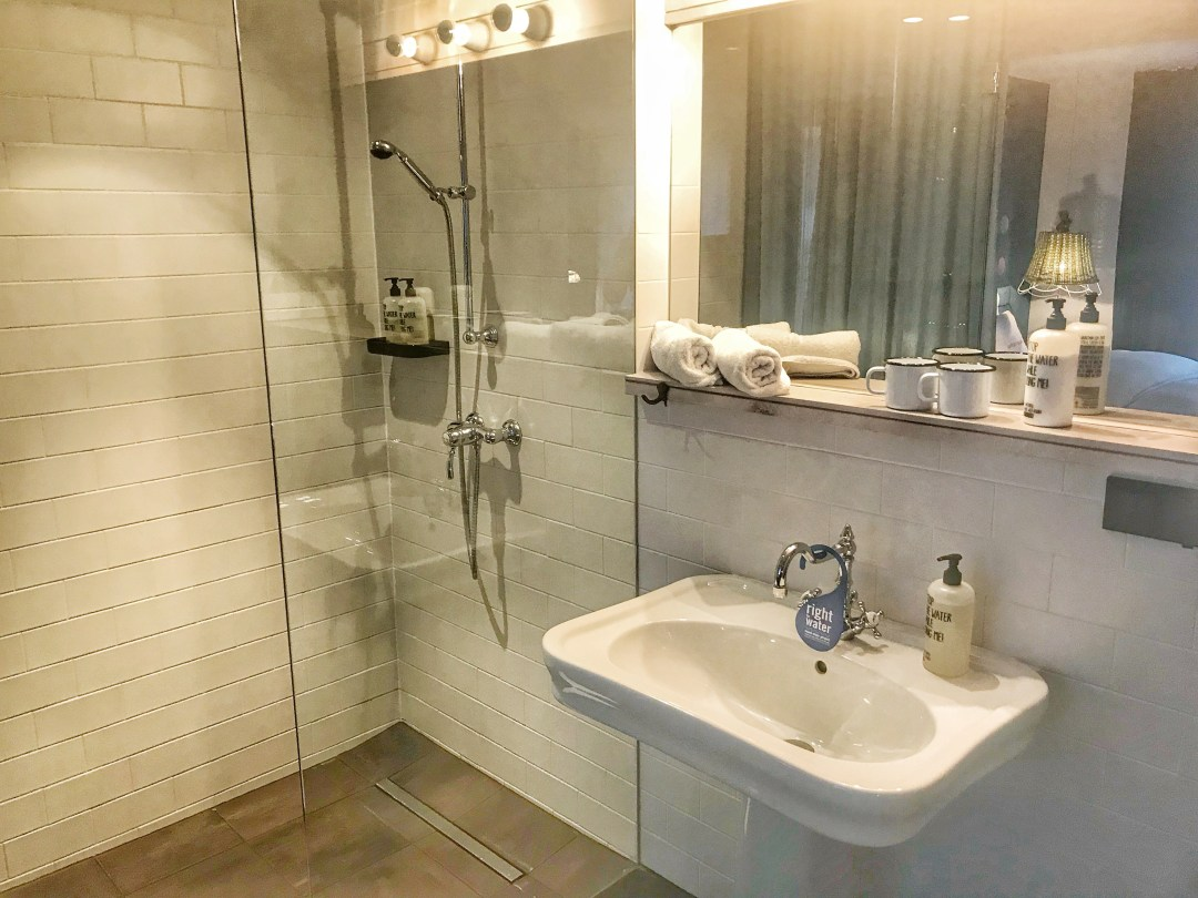 Quirky Circus Themed Hotel - 25hours Vienna at MuseumsQuartier - Bathroom Shower