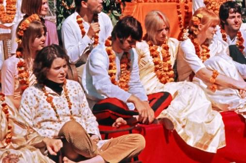 Пруденс Фэрроу с Ринго Старром. Битлз и их жены в ашраме Махариши, Ришикеш, Индия, март 1968. Credit: Colin Harrison/Avico